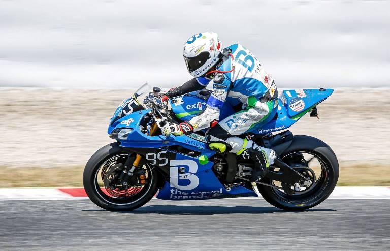Exposición de la moto del equipo Joma Team Racing 24h