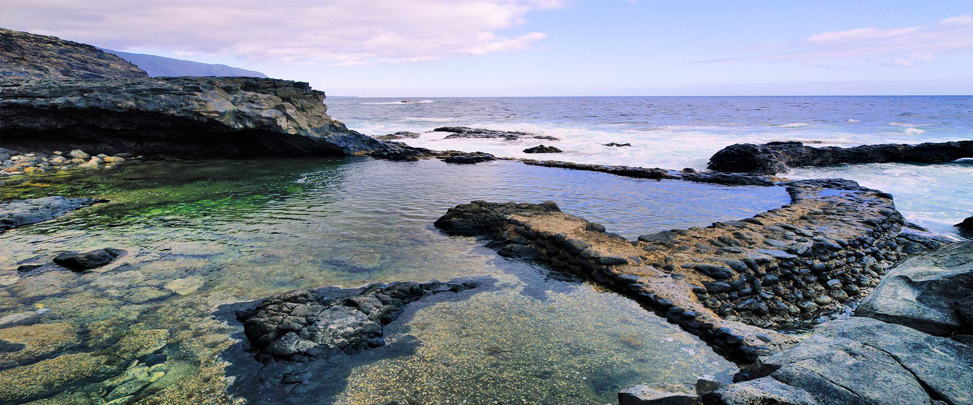 El charco azul: una piscina natural de aguas turquesa