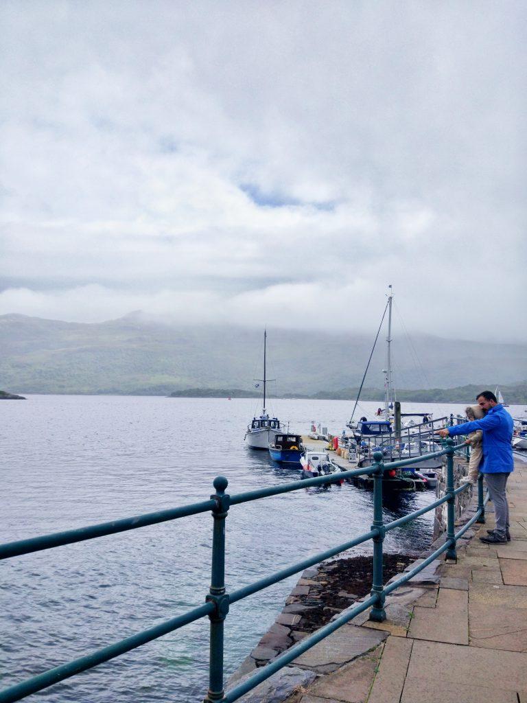 Pueblo marino de Kyle of lochalsh en Escocia